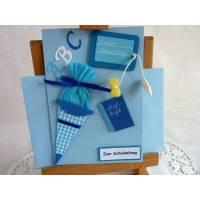 Karte zur Einschulung, Schulanfang, erster Schultag, ABC Karte in hellblau für einen Jungen