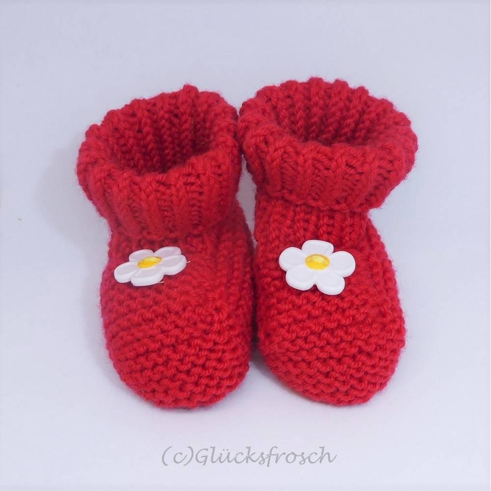 Babyschuhe rot mit Blume, 8 cm Fußsohlenlänge, aus weicher Babywolle Bild 1