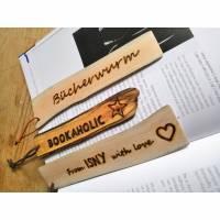 Handgemachte Lesezeichen aus Treibholz mit eingebrannter Schrift, Unikat Bild 1