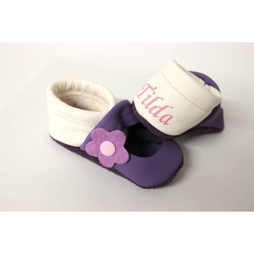 Lauflernschuhe Krabbelpuschen Krabbelschuhe Lieblingslädchen Ballerinas mit Namen und Lederblumen Bild 1