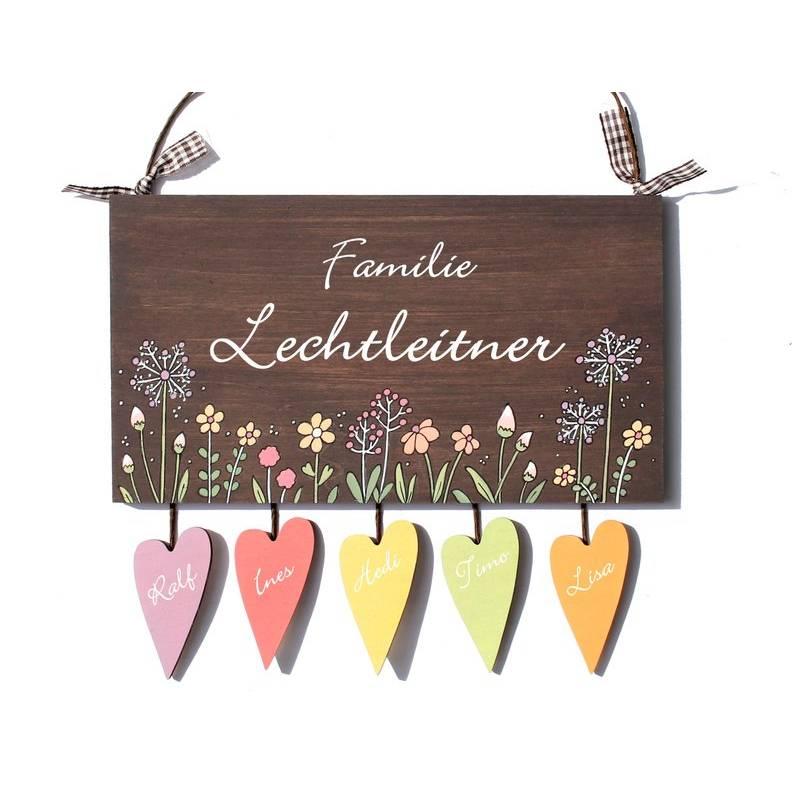 Türschild Familie personalisiert mit Herzanhänger Familienschild Holz von Hand bemalt Bild 1