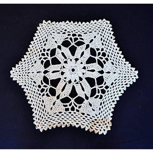 """Vintage, wollweiß rund gehäkeltes Deckchen handmade, 30 cm Durchmesser, 12"""" diameter,"""