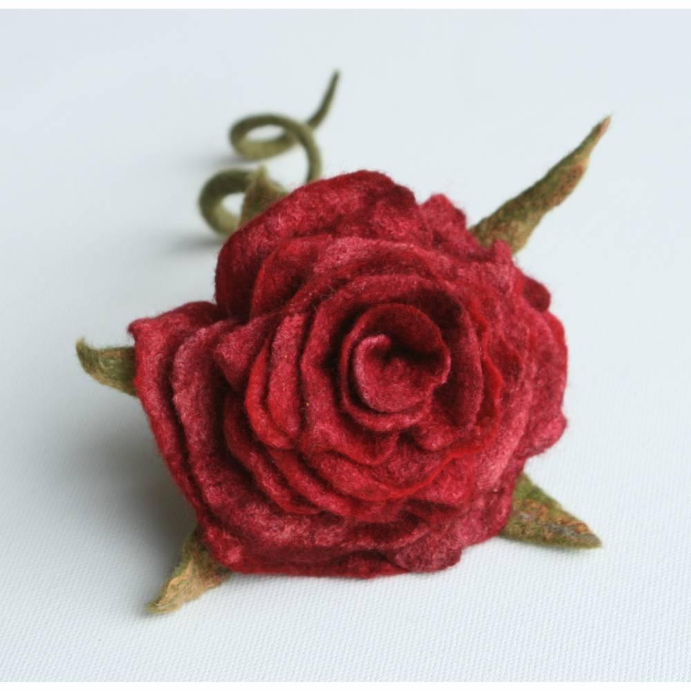 Rosenblüte handgefilzt aus feinster Wolle Bild 1