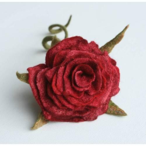 Rosenblüte handgefilzt aus feinster Wolle