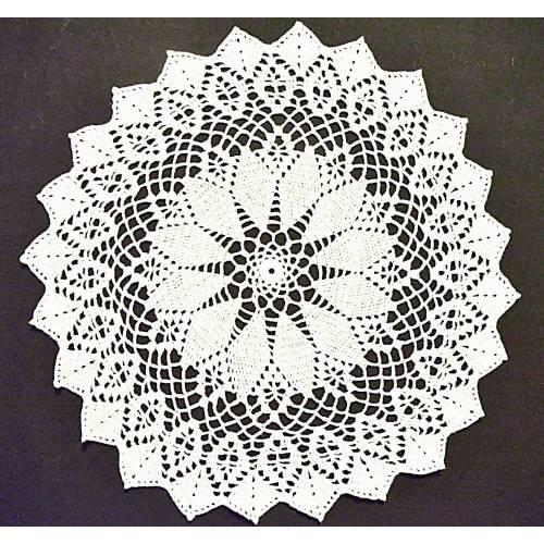 """Vintage, wollweiß rund gehäkeltes Deckchen handmade, 40 cm Durchmesser, 15.5"""" diameter,"""