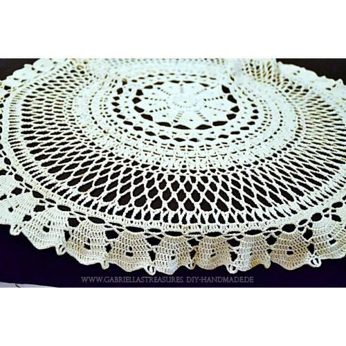Vintage wollweiße runde gehäkelte Tischdecke, 80 cm Durchmesser, handgehäkelte Decke, Unikat