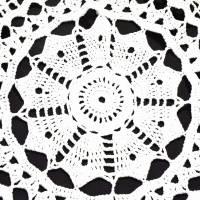 Vintage wollweiße runde gehäkelte Tischdecke, 80 cm Durchmesser, handgehäkelte Decke, Unikat Bild 2