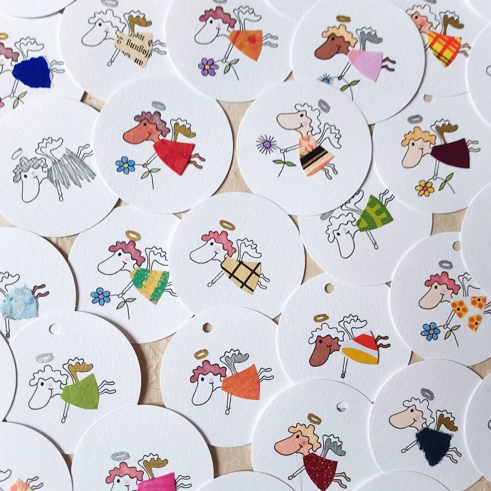 runde Geschenketiketten mit kleinen bunten collagierten Engelchen, Mini-Überraschungstüte, VPE: 10 Stück oder 5 Stück Bild 1
