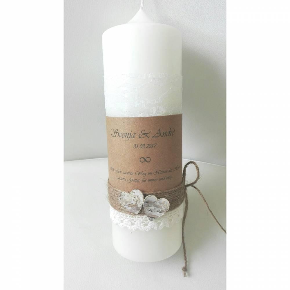 Hochzeitskerze Kerze zur Hochzeit vintage creme 25x8 cm Spitze Kraft Birkenherzen personalisiert Trauspruch Häckelspitze Jute Bild 1