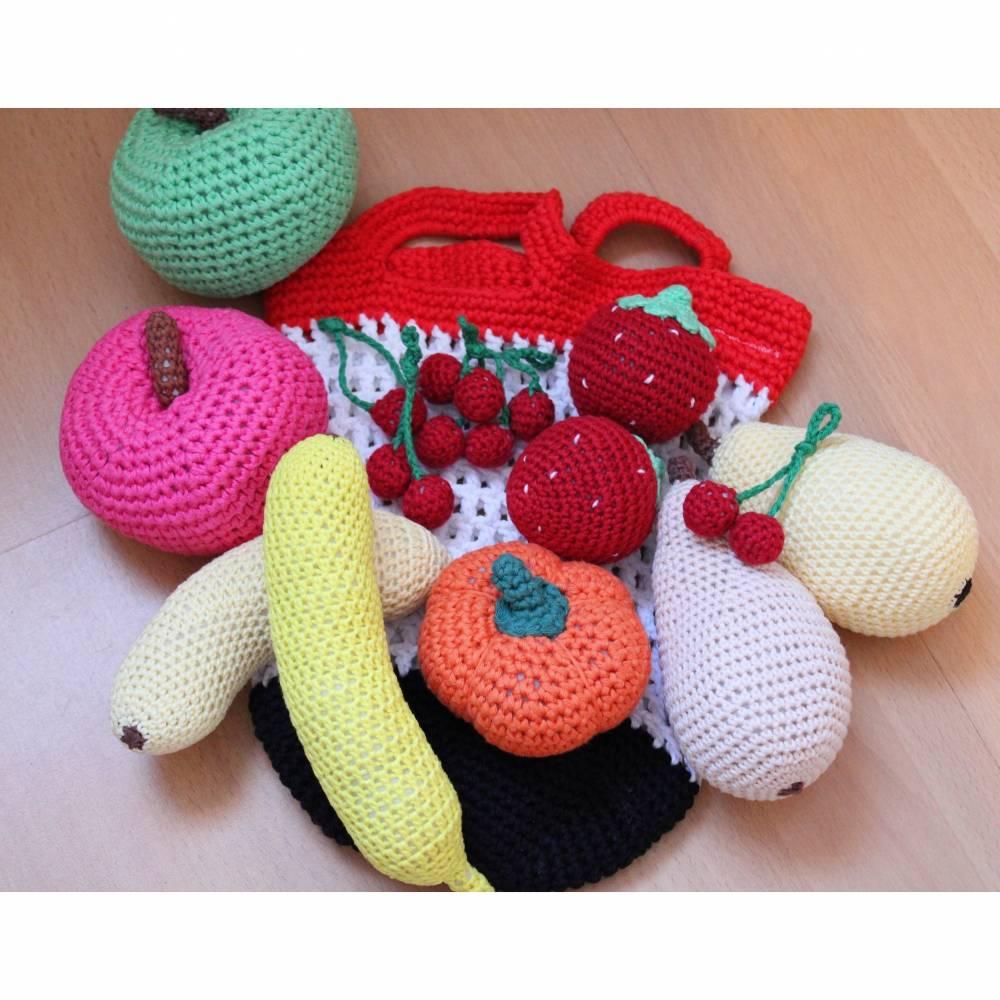 11-teiliges Set aus gehäkeltem Obst für Kinderküche und Kaufladen im Einkaufsnetz Bild 1