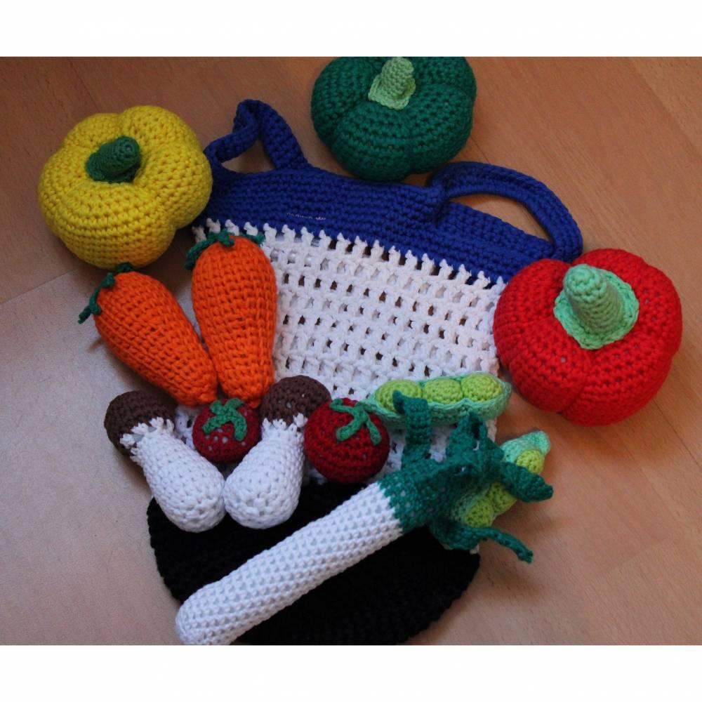 11-teiliges Set aus gehäkeltem Gemüse und gehäkelten Lebensmitteln für Kinderküche und Kaufladen im Einkaufsnetz Bild 1